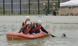 水害を想定、機動隊員らが救助訓練-59